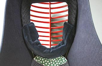 剣道屋は39ショップの一歩先へ ラッピング無料 3000円以上で送料無料です 面サイズの微調整に使用します 面パッドとの組み合わせにより 更に柔軟な調整に対応出来ます 剣道 アゴ調整ブトン 布団 特価 面調整 3000円以上で送料無料