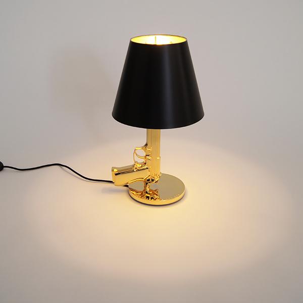 フロス FLOS ベッドサイドガン / FLOS BEDSIDE GUN /黒 ゴールド スタンドライト 照明 テーブル スタンドライト 輸入照明 フィリップ・スタルク /