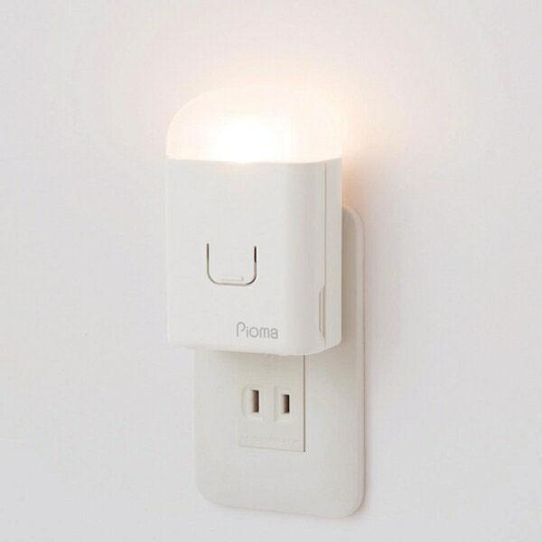 コンセントに挿すだけ 地震 停電時に自動点灯 あす楽 セール品 Pioma ピオマ ここだよライトS コンセント充電式常備灯 懐中電灯 防災グッズ 激安 激安特価 送料無料 足元灯 地震感知センサー搭載 充電式 UGL3-W 非常灯 震対策グッズ