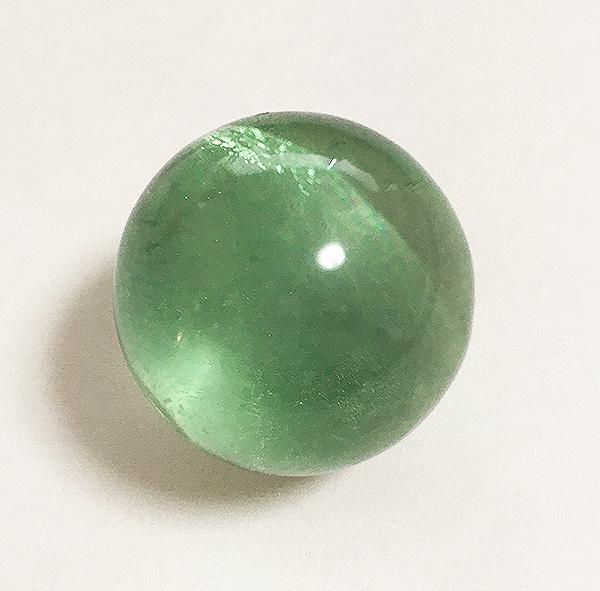 蛍のように光る蛍光鉱物 蛍石 2020A/W新作送料無料 送料無料 驚きの値段で フローライト 蛍石球 鉱物標本 Sサイズ 直径約25mm
