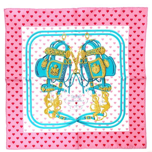 【★未使用★】《送料込》 HERMES エルメス 『カレ45』 《Brides de Gala Love/ブリッド・ドゥ・ガラ・ラヴ/ラブ》 ピンク/ハート/ガヴロッシュ/シルクツイル/スカーフ/カレ/プチカレ/ミニスカーフ/ポケットスカーフ 45×45cm/2017AW 26412K0129@【中古】