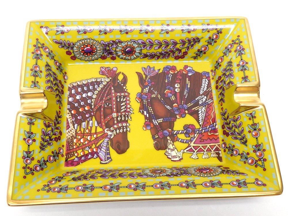 【★激レア商品・新品同様★】  HERMES エルメス 『アッシュトレ-/オブジェ磁器』 《La Danse du Cheval Marwari/マールワーリ馬のダンス》 ポーセリン/デコレーション/馬/アニマル/アッシュトレイ/小物入れ/長方形/灰皿/陶器/食器/インテリア/ 25381K0188 @【中古】