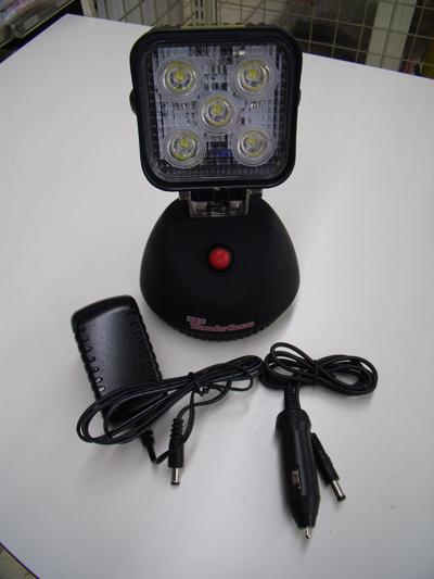 充電式 LED投光器ライト充電式 サンダービーム付録品・ACアダプター・シガーライター用ケーブル底部強力マグネット付