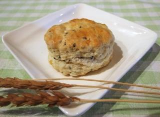 南部小麦の風味に黒ゴマとチーズがコラボ お好みでジャムやクリームを添えてお召し上がりください 激安 営業 黒ごま チーズ スコーン
