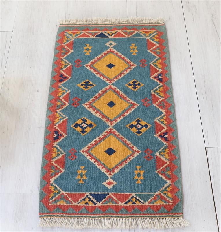 シラーズ・カシュカイ族の手織りキリム 玄関マットサイズ81×43cm3つのひし形のモチーフ