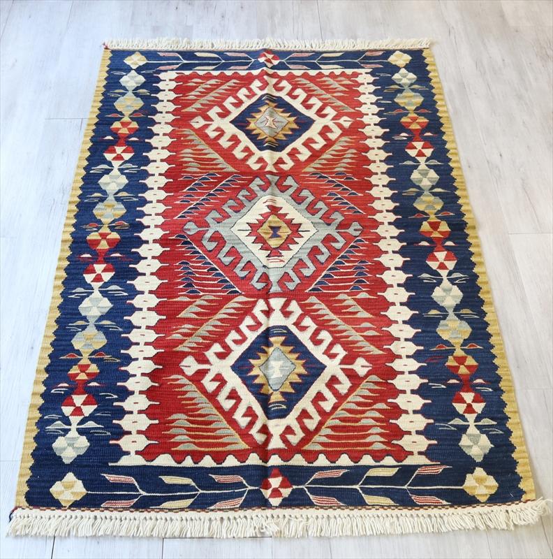 トルコ手織りキリム・ウシャク セッジャーデ172×116cm3つのドラゴンのモチーフ