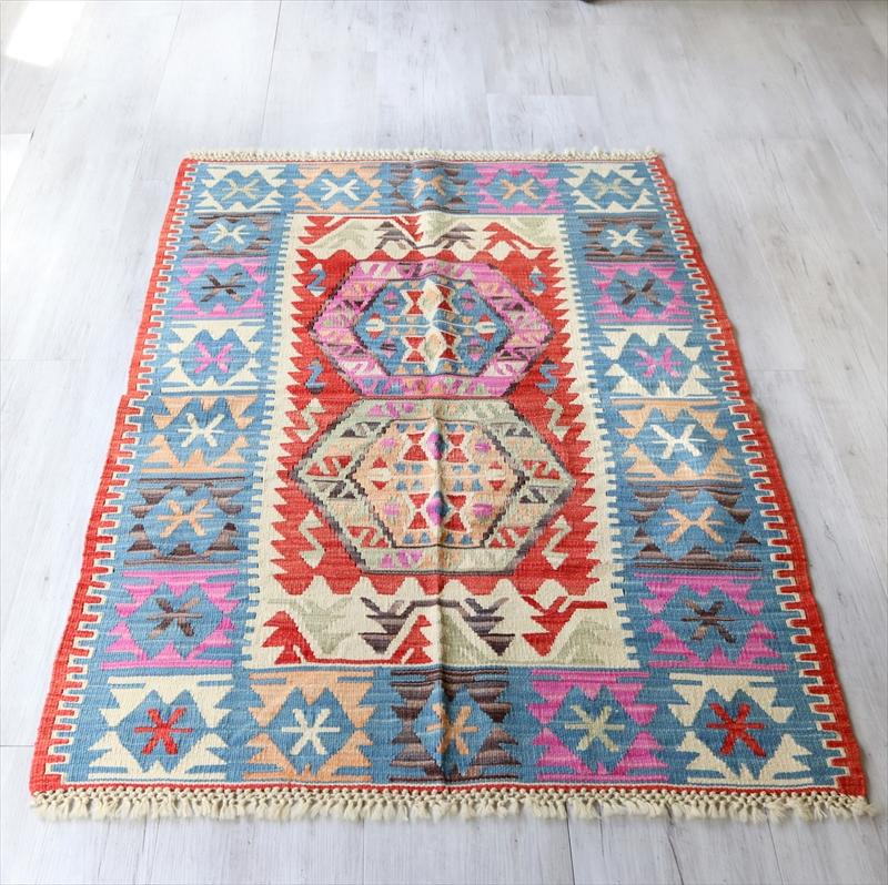 色にこだわるワンランク上のカイセリキリム・チェイレキ135×96cm花のようなベレケット