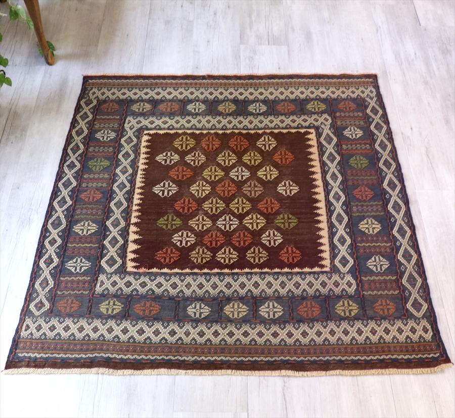 オールドキリム 正方形のソフラ 138×141cmシルジャン地方・スザンニ織り