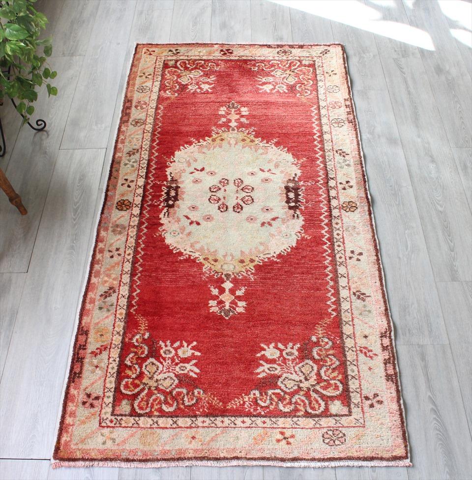 エリアラグ・トルコ絨毯 オールドカーペット ギュネイ190×95cmくす玉のような花のメダリオン
