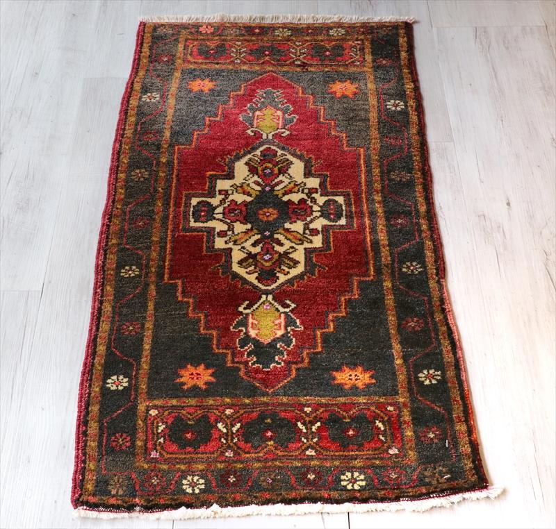 オールドカーペット トルコ絨毯/ヤストゥク104×55cm色褪せたレッド&ブラック