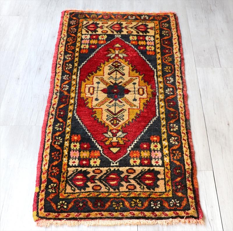 オールドカーペット トルコ絨毯/ヤストゥク109×50cmカラフルな花のモチーフ