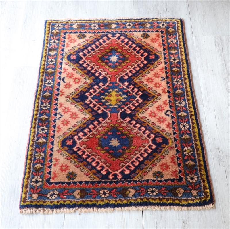 ヤラメ オールドラグ 手織り絨毯81×56cmドラゴンの爪を持つ3つのメダリオン
