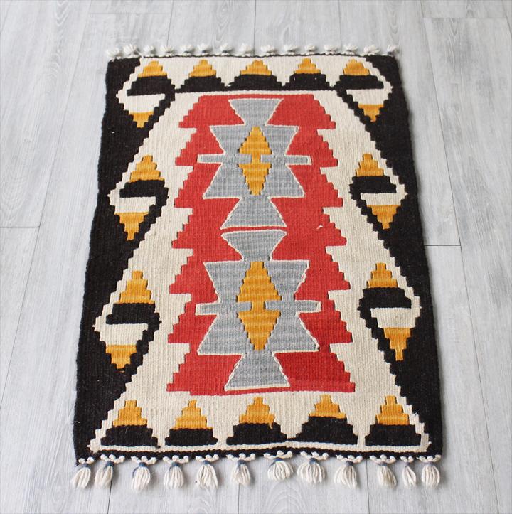 手織りトルコ・カイセリキリム・ヤストゥクサイズ89×59cmふたつのベレケット 朱色/ブラック