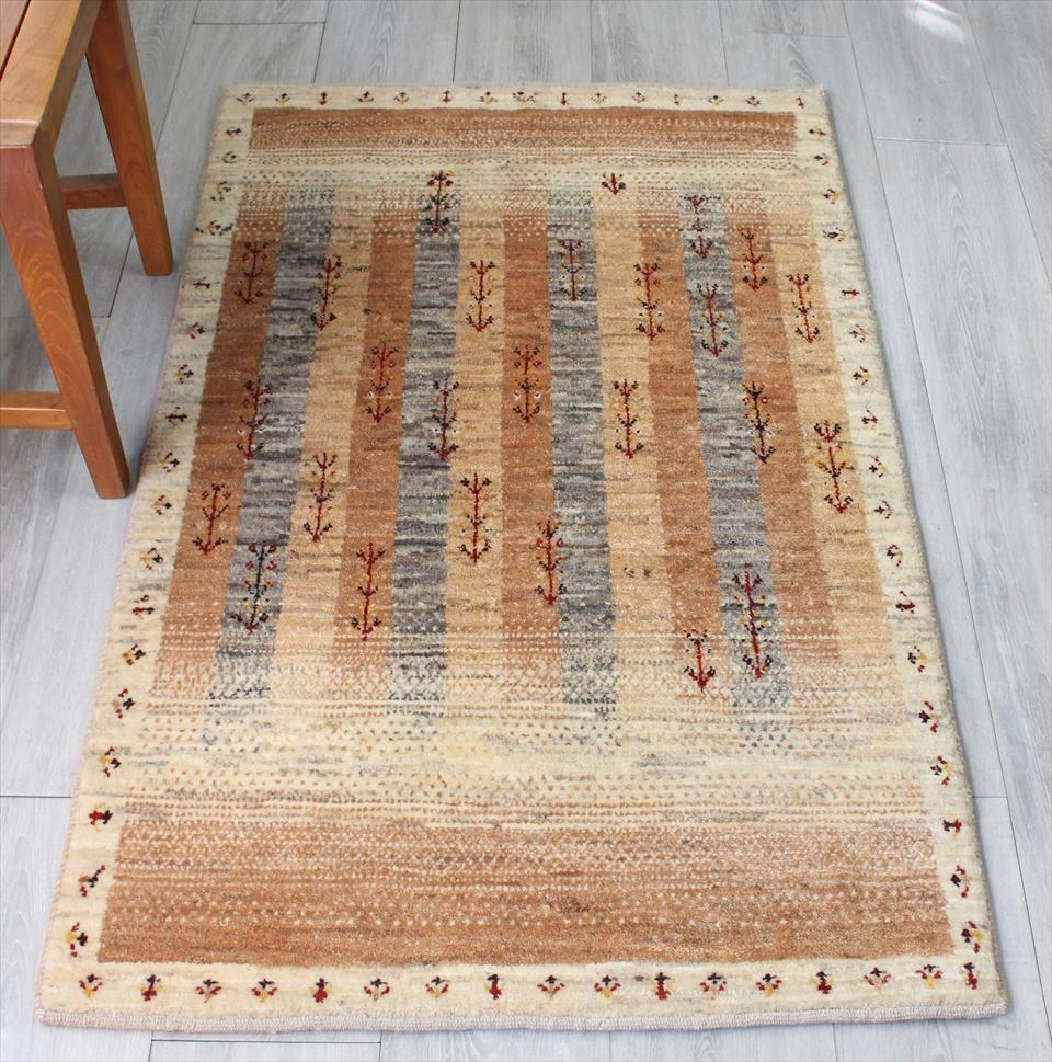 ギャッベ/ギャベ・カシュカイ族の手織りラグ・アマレ・アクセントラグサイズ127x80cm ベージュ&ナチュラルアイボリーとグレー・植物モチーフ