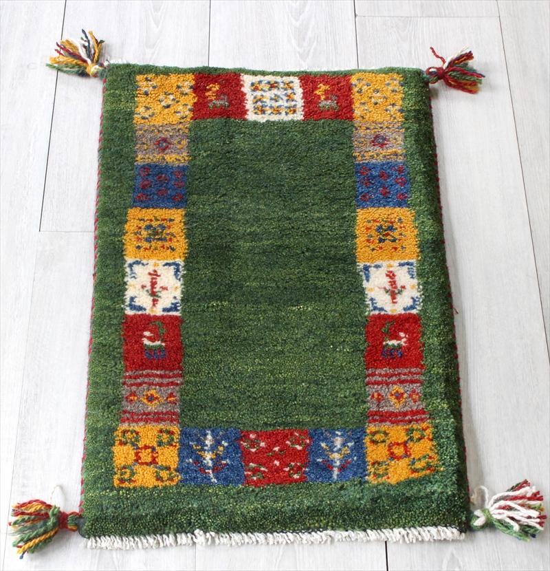 ラグ・ギャッベ(ギャベ)カシュカイ族の手織りラグ・ミニサイズ60x39cm グリーン・カラフルタイルボーダー・動物と植物モチーフ