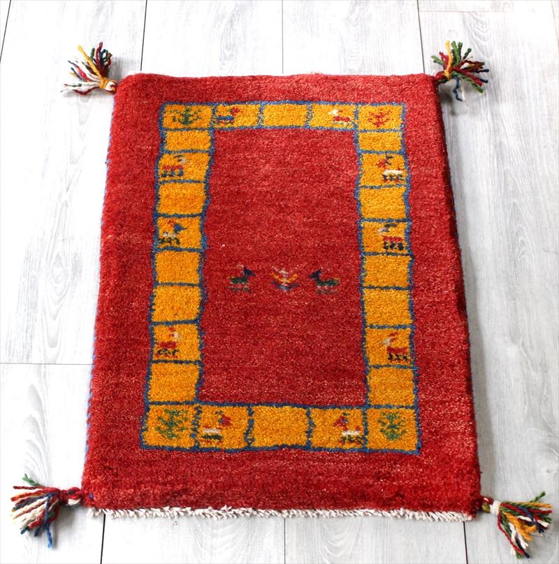 ギャッベ(ギャベ)カシュカイ族の手織り・Gabbeh・ミニサイズ60x42cm レッド・イエロータイルボーダー・動物と植物モチーフ
