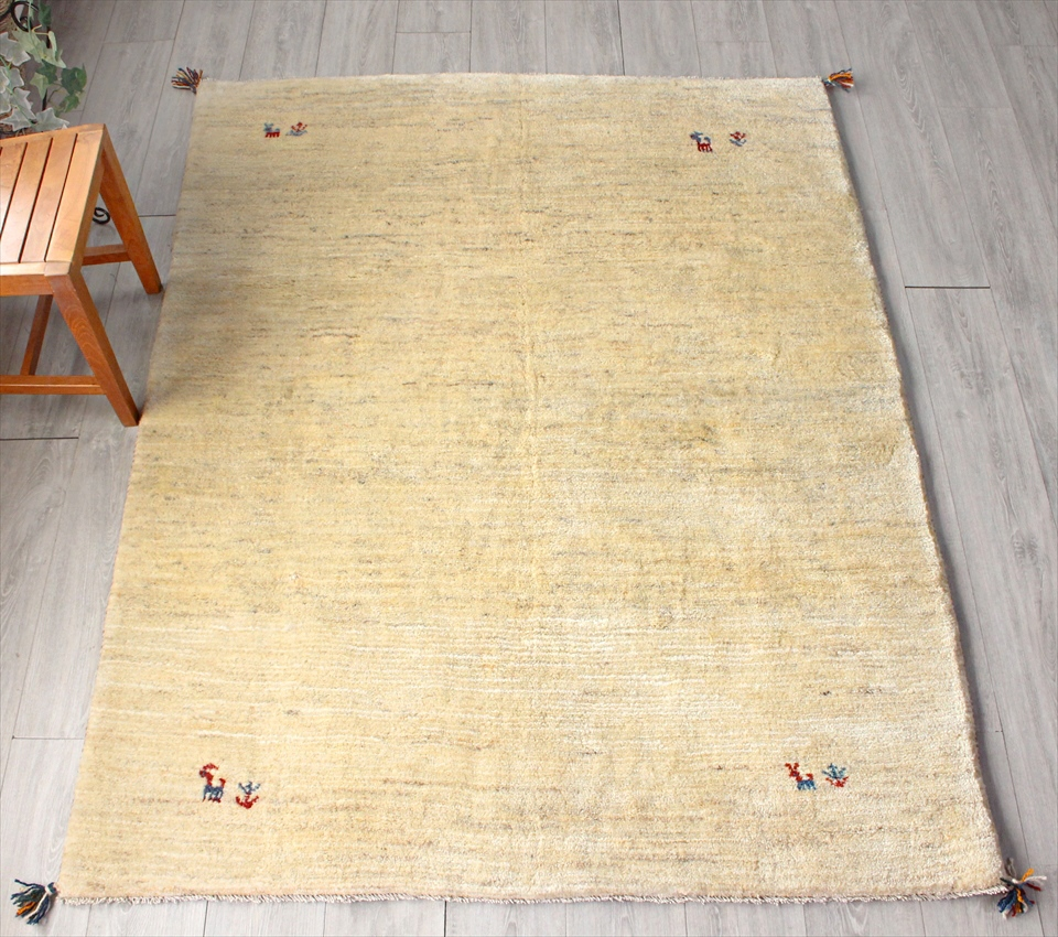 ギャッベ(ギャベ)カシュカイ族の手織りラグ・Gabbeh・センターラグサイズ193x150cm ナチュラルアイボリー・動物と植物モチーフ