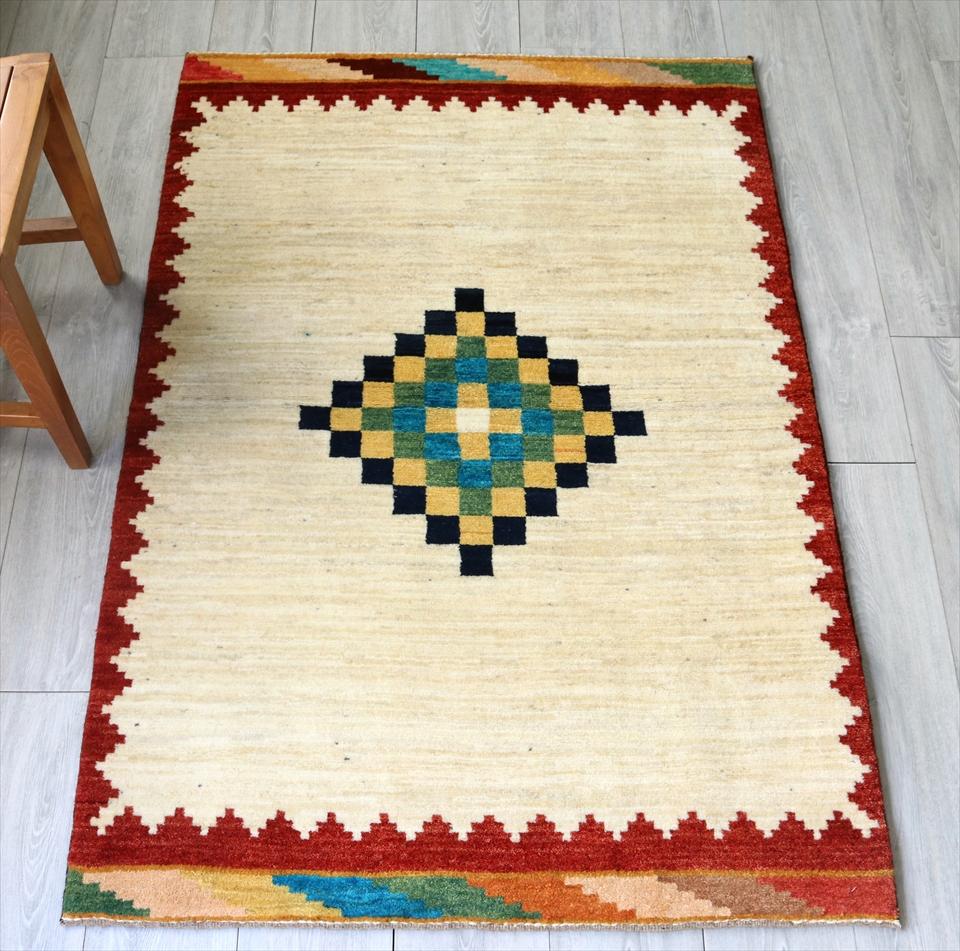 ギャッベ/ギャベ 玄関 カシュカイ族の手織りラグ・Nomad/ノマド・アクセントラグサイズ150x100cm アイボリー/レッド・大きなひし形