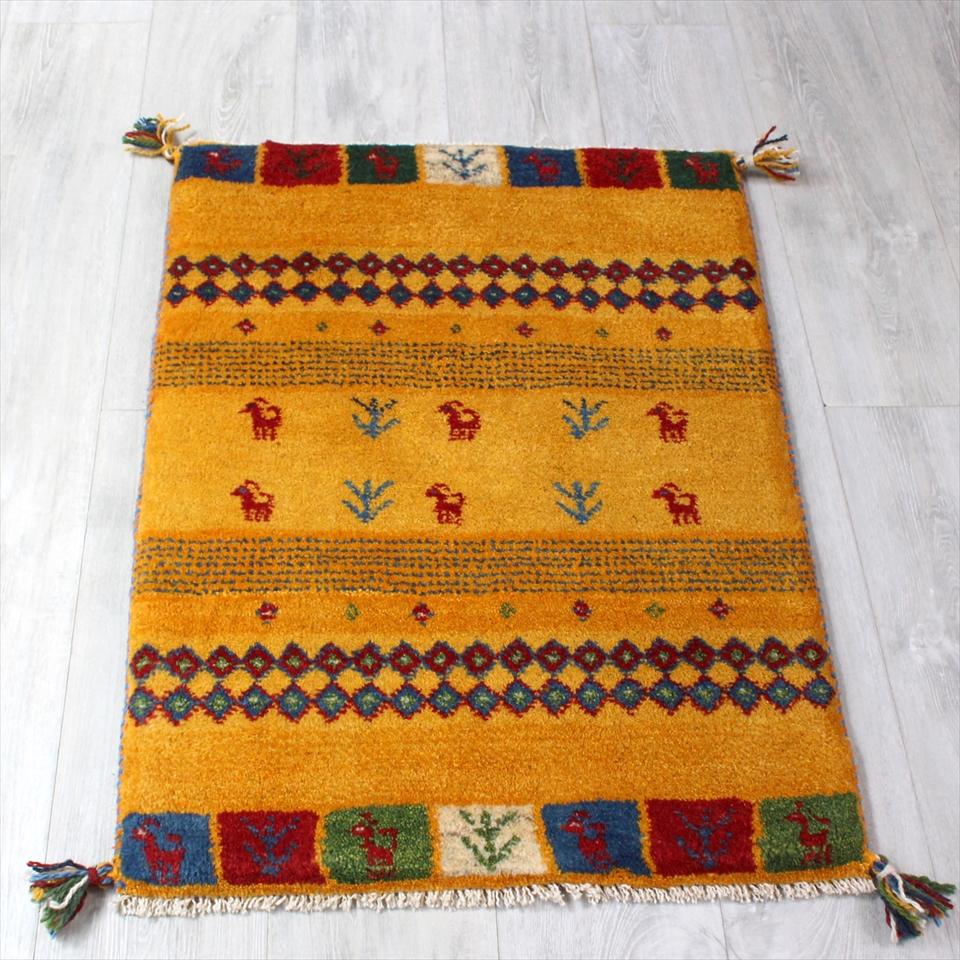 ギャッベ(ギャベ)カシュカイ族の手織りラグ・Gabbeh・玄関サイズ90x65cm イエロー・カラフルな幾何学モチーフと動物と植物