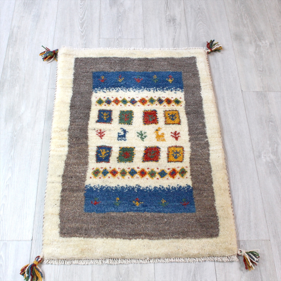 ギャッベ(ギャベ)カシュカイ族の手織りラグ・Gabbeh・玄関サイズ83x60cm