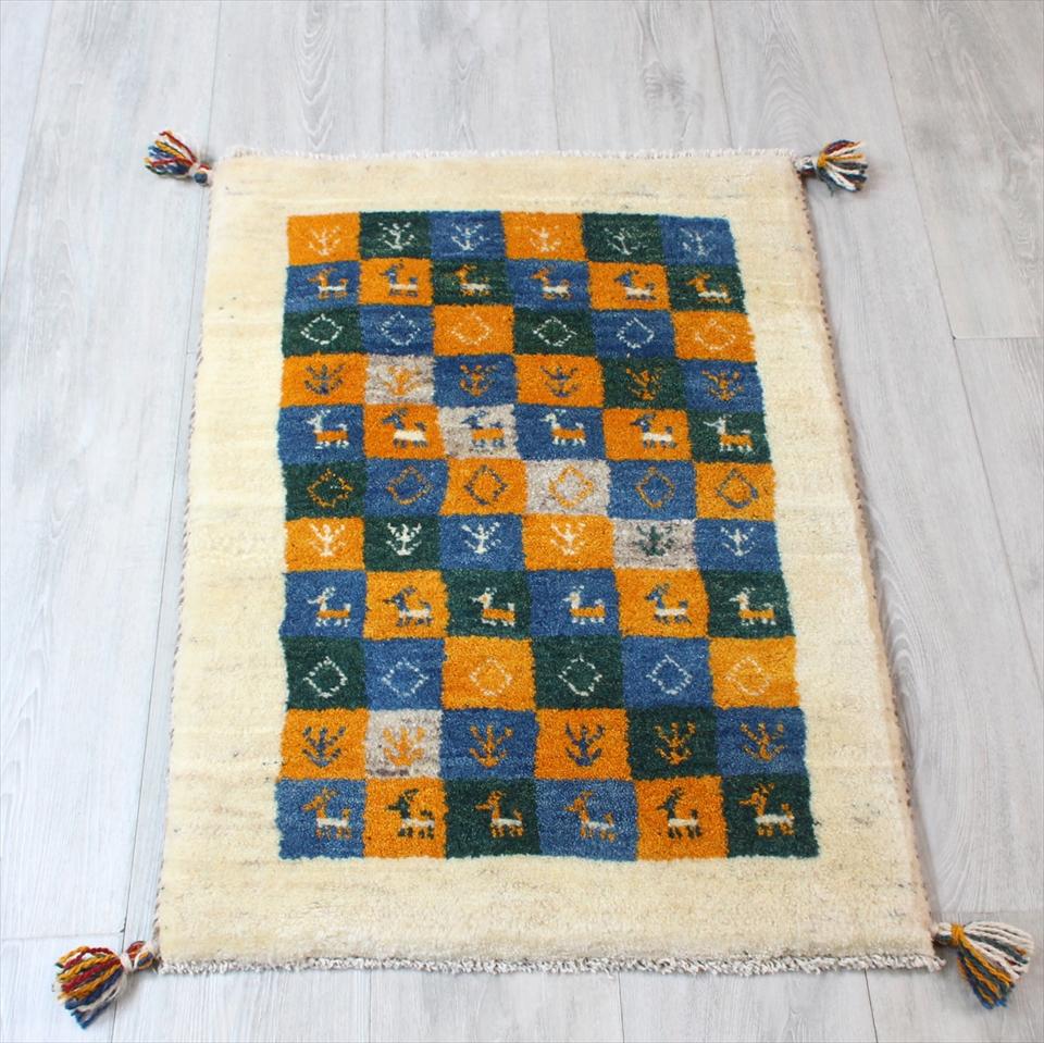 ギャッベ(ギャベ)カシュカイ族の手織りラグ・Gabbeh・玄関サイズ87x60cm カラフルタイル/ナチュラルアイボリー 動物と植物