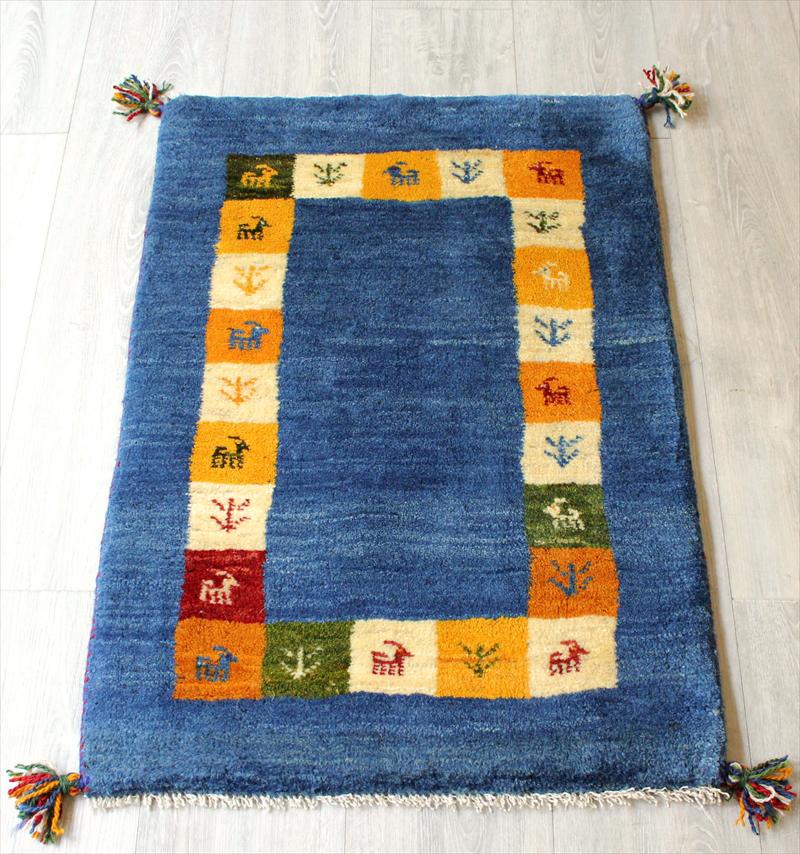 ラグ・ギャッベ(ギャベ)カシュカイ族の手織りラグ・玄関マットサイズ90x60cm ブルー・アクセントタイルフレーム・動物と植物のモチーフ