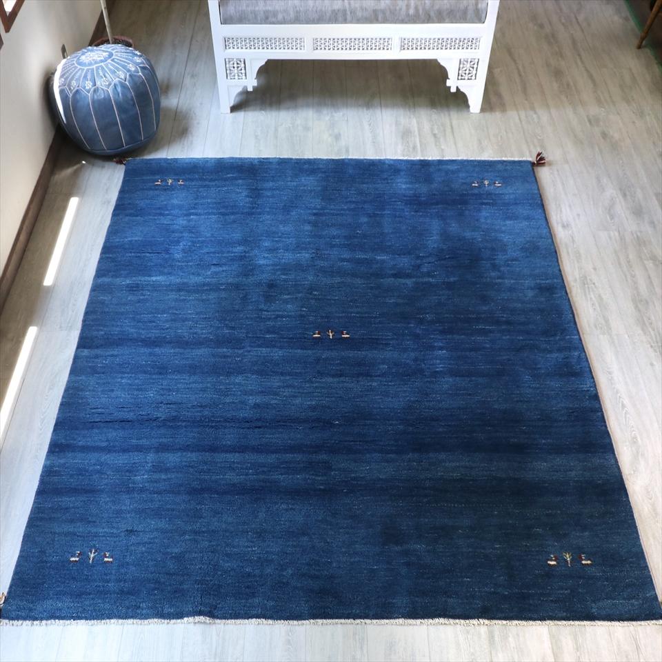 ギャッベ ギャベ・カシュカイ族の厚みのある手織りラグ・大型ルームサイズ250x204cm ブルー・グラデーション・動物と植物モチーフ