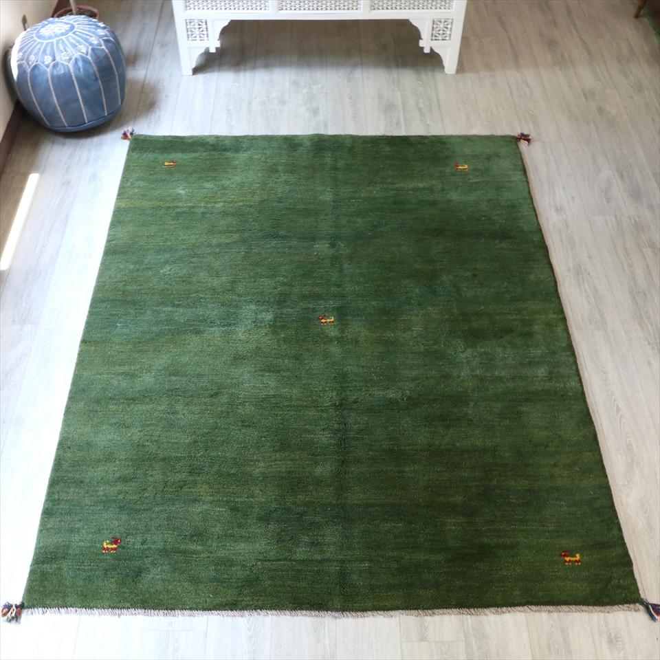 ギャッベ ギャベ・カシュカイ族の厚みのある手織りラグ・リビングサイズ238x172cm グリーン・中央と四隅に動物と植物モチーフ