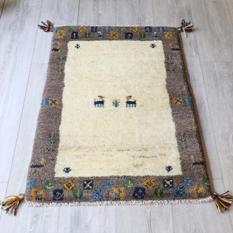 ラグ・ギャッベ(ギャベ)カシュカイ族の手織りラグ・玄関マットサイズ89x61cm ナチュラルアイボリー/ナチュラルグレー・動物と植物モチーフ