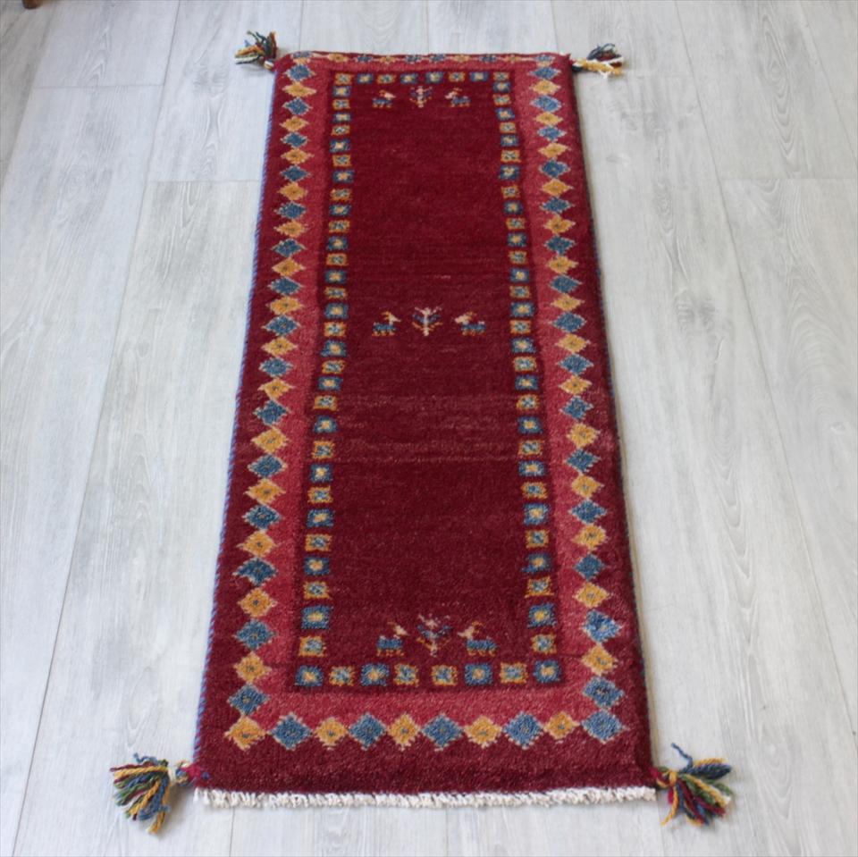 ギャベ ギャッベ カシュカイ族の手織りラグ・細長ランナーサイズ118x42cm レッド・ボーダー(枠縁)デザイン・ひし形と動物と植物モチーフ