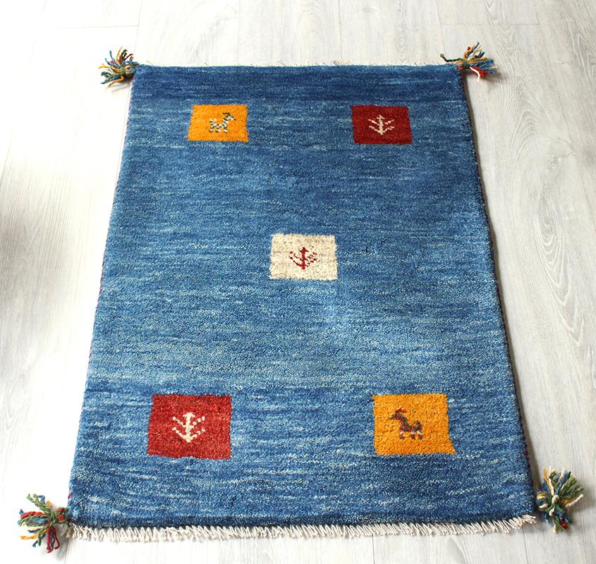 ギャッベ(ギャベ)カシュカイ族の手織りラグ・玄関マットサイズ87×58cmクールなブルー グラデーション カラフルタイル 動物と植物のモチーフ