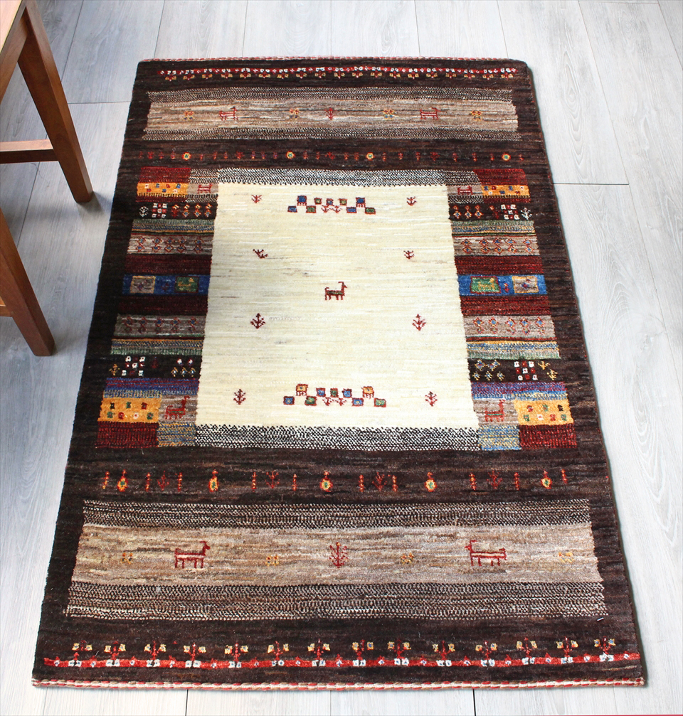 ギャッベ 玄関 美しい織りのリズバフ・アクセントラグサイズ126x80cm ナチュラルアイボリー/ダークブラウン・カラフルタイル・動物と植物