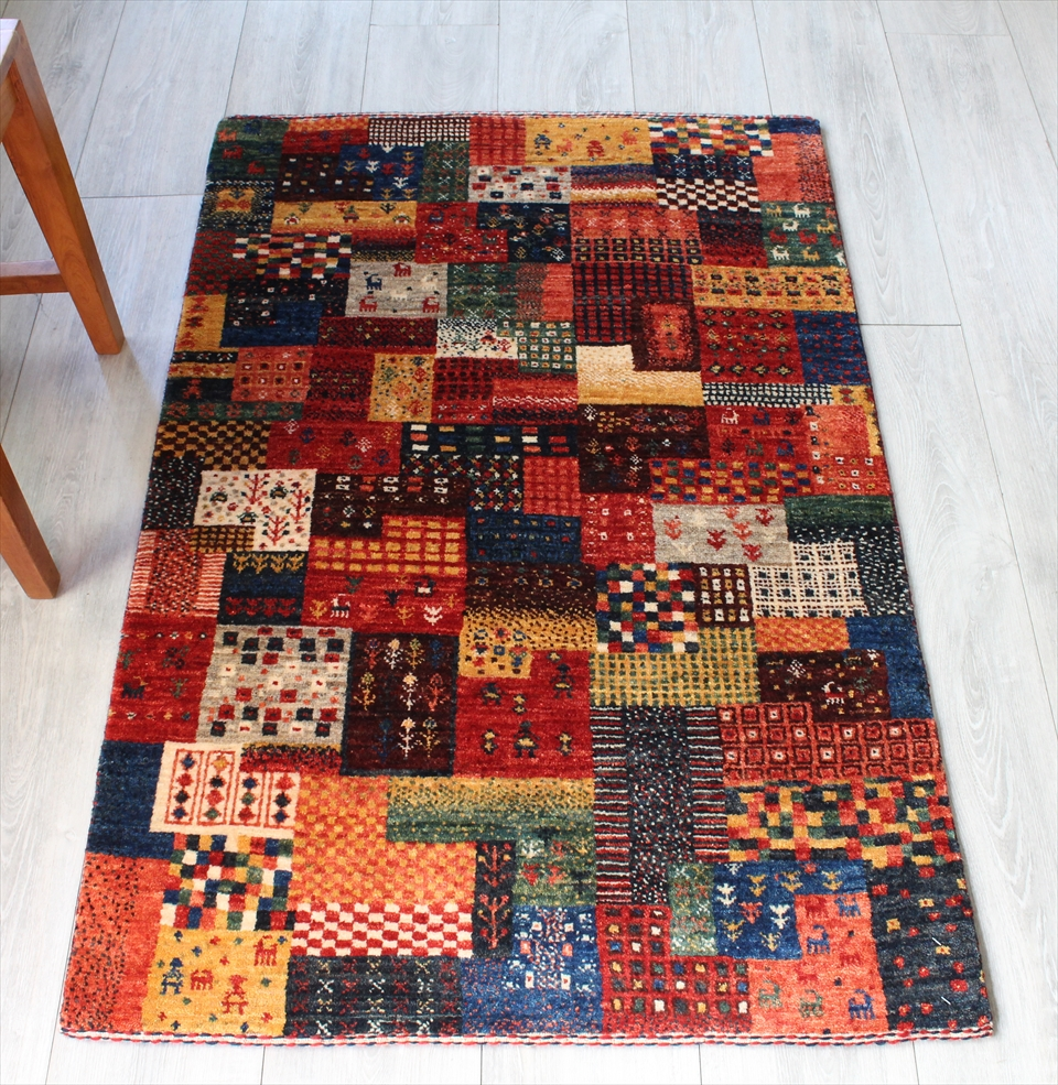 ギャッベ 玄関 美しい織りのリズバフ・アクセントラグサイズ120x80cm カラフルパズルのような不規則タイル・幾何学・動物と植物モチーフ