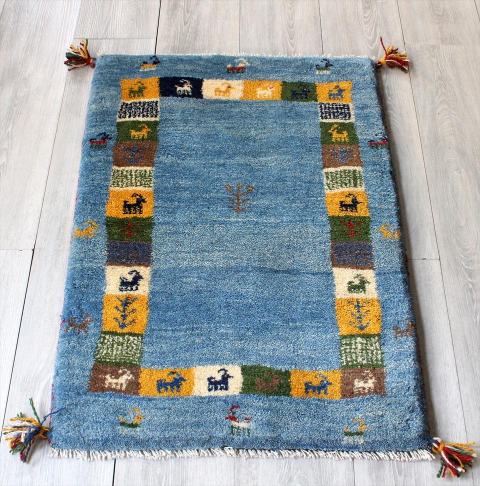 ラグ・ギャッベ(ギャベ)カシュカイ族の手織りラグ・玄関マットサイズ90x61cm ライトブルー・カラフルタイル・動物と植物モチーフ