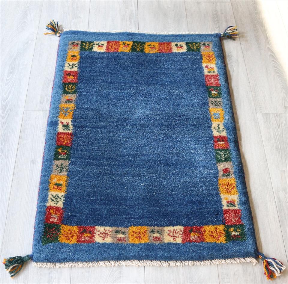 ラグ・ギャッベ(ギャベ)カシュカイ族の手織りラグ・玄関マットサイズ88x60cm ブルー・カラフルタイル 動物と植物モチーフ