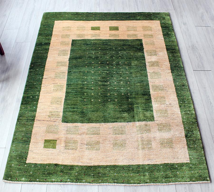 ギャッベ/ギャベ・カシュカイ族の手織りラグ・アマレバフ・センターラグサイズ200x152cm グリーン&ベージュ・カラフルドットと四角