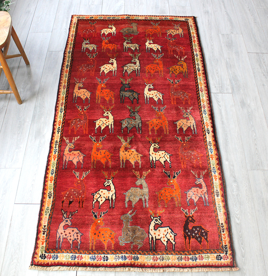 オールドカーペット・シラーズ/カシュカイ族の手織りセンターラグサイズラグ199x100cm レッド・たくさん並んだ鹿のモチーフ