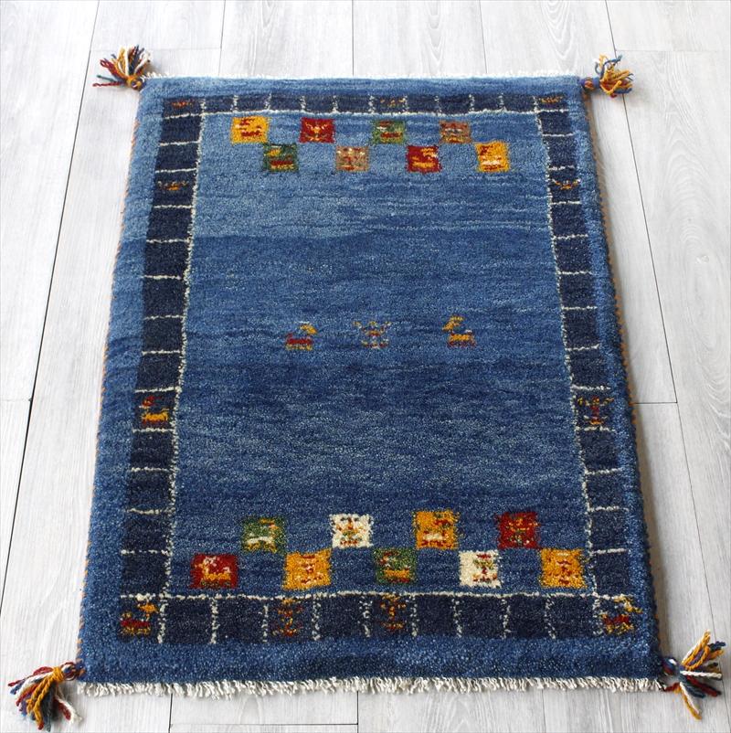ラグ・ギャッベ(ギャベ)カシュカイ族の手織りラグ・玄関マットサイズ83x60cm ブルー・カラフルタイル・動物と植物のモチーフ