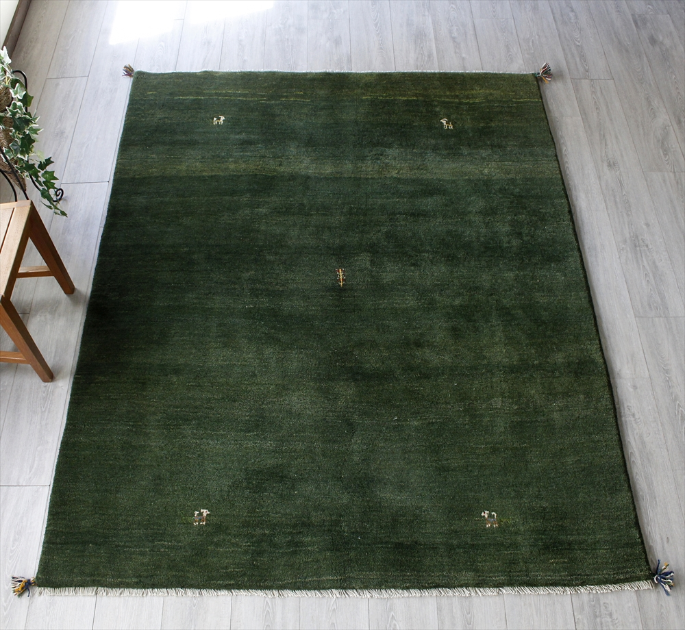 ギャベ ギャッベ カシュカイ族の手織りラグ・リビングサイズ215x170cm グリーン・四隅に動物モチーフと中央に植物モチーフ