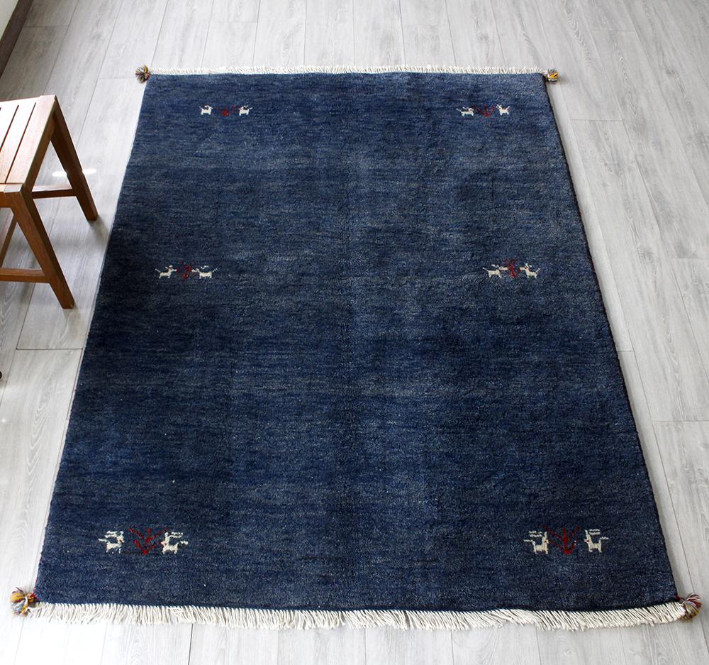 ギャッベ(ギャベ)カシュカイ族の手織りラグ・センターラグサイズ196×142cmネイビーブルーグラデーション 動物と植物のモチーフ