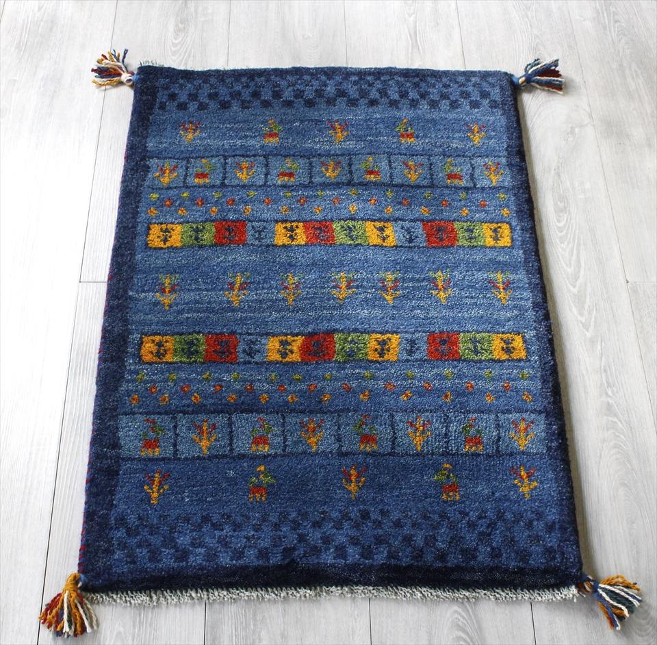 ギャッベ(ギャベ)カシュカイ族の手織りラグ・Gabbeh・玄関サイズ84x57cm ブルー・カラフルタイル・チェック柄、動物と植物のモチーフ