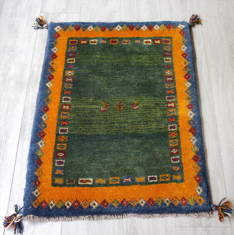 ラグ・ギャッベ(ギャベ)カシュカイ族の手織りラグ・玄関マットサイズ88x64cm グリーン・イエロー・ブルー・幾何学ボーダー・動物と植物モチーフ