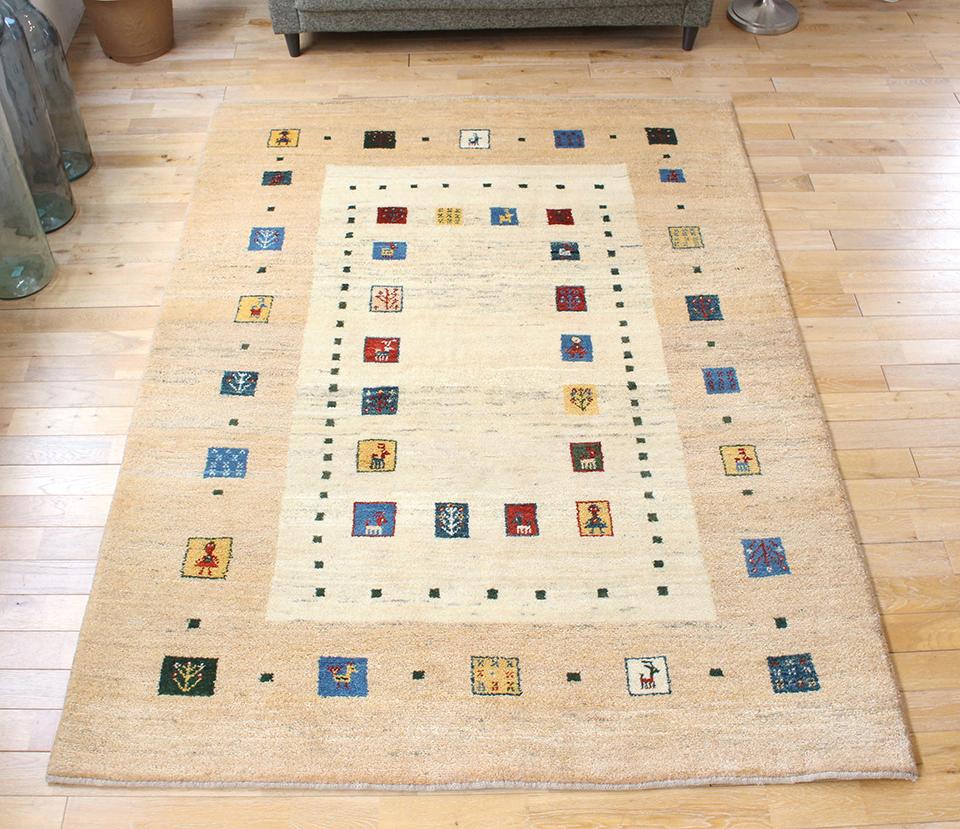 ギャッベ/ギャベ・カシュカイ族の手織りラグ・ザフラ・リビングサイズ230x166cm ナチュラルアイボリー&ベージュ・カラフルタイル・動物・生命の樹・女の子モチーフ