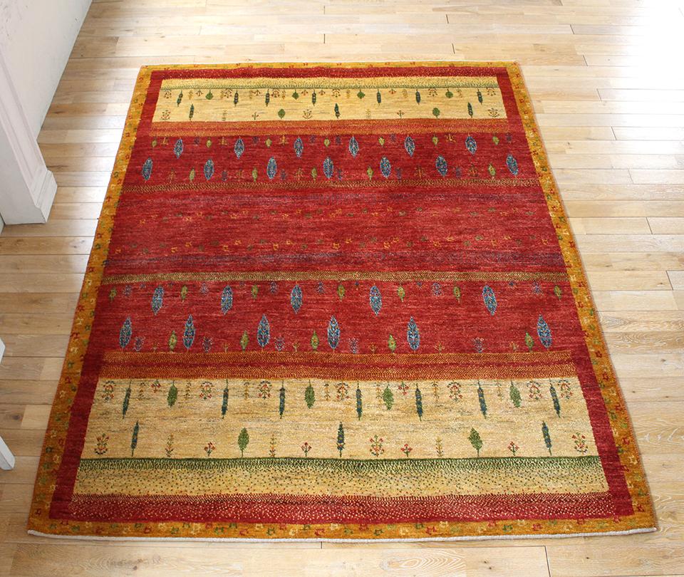 ギャッベ/ギャベ・カシュカイ族の手織りラグ・アマレ・リビングサイズ224x174cm レッド・ベージュ・イエローオレンジボーダー・糸杉・生命の樹