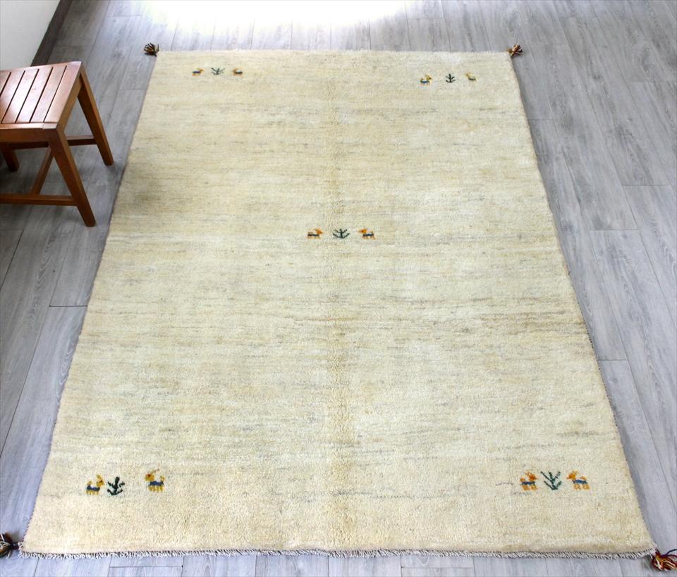 ギャベ ギャッベ カシュカイ族の手織りラグ・リビングサイズ231x152cm ナチュラルアイボリー・四隅と中央に動物と植物モチーフ