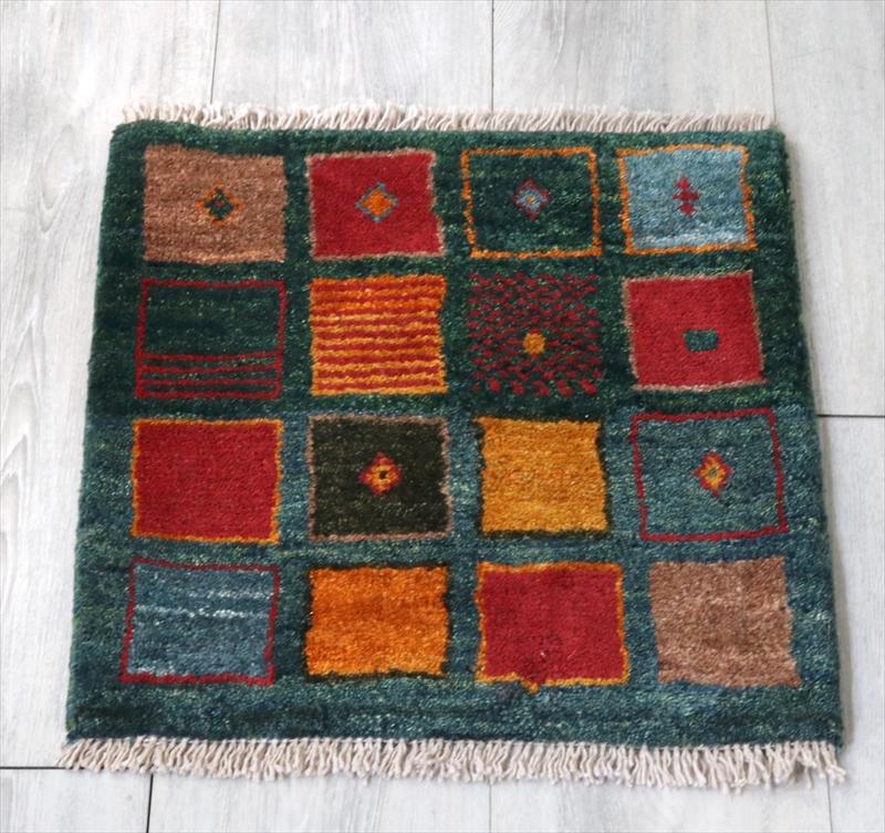 ギャッベ(ギャベ)アマレ Amaleh /カシュカイ族の手織りラグ 座布団サイズ43x43cm カラフルなタイル・ブルーグリーン