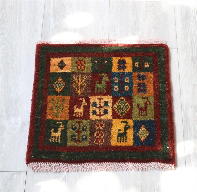 ギャッベ(ギャベ)アマレ Amaleh /カシュカイ族の手織りラグ 座布団サイズ34x35cm カラフルなタイル・動物モチーフ