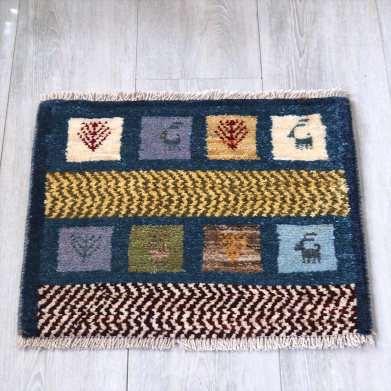 ギャッベ(ギャベ)アマレ Amaleh /カシュカイ族の手織りラグ 座布団サイズ41x45cm ブルーグリーン・動物と草花のあるタイルデザイン