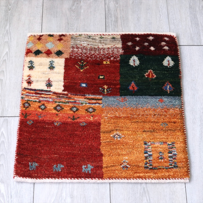 ギャッベ(ギャベ)アマレ Amaleh /カシュカイ族の手織りラグ 座布団サイズ46x43cm 暖色系のモザイクパターン