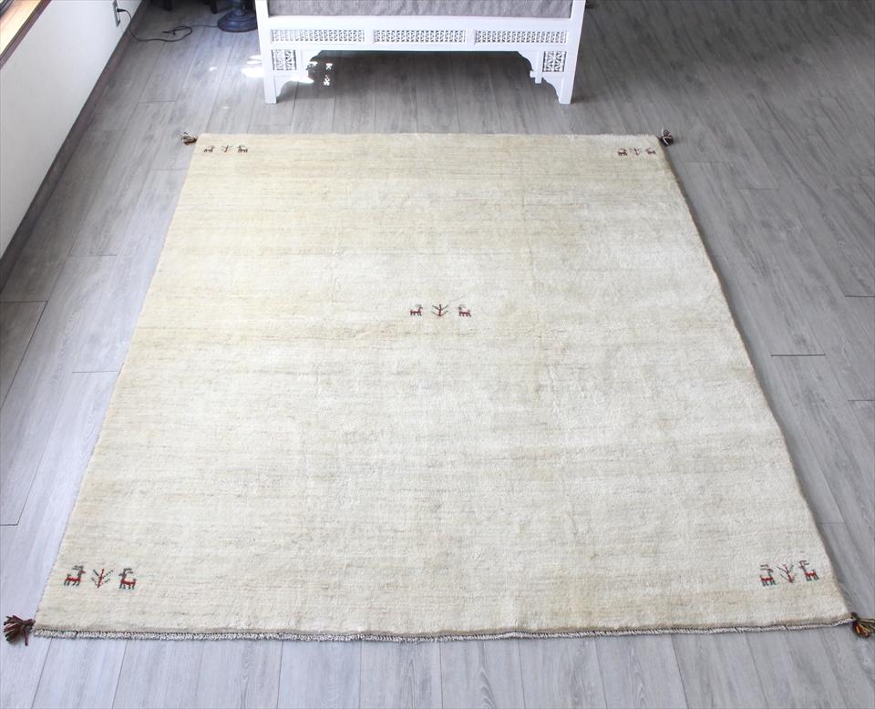 ラグ・ギャッベ(ギャベ)カシュカイ族の手織りラグ・大型サイズ243x200cm ナチュラルアイボリー・動物と植物モチーフ